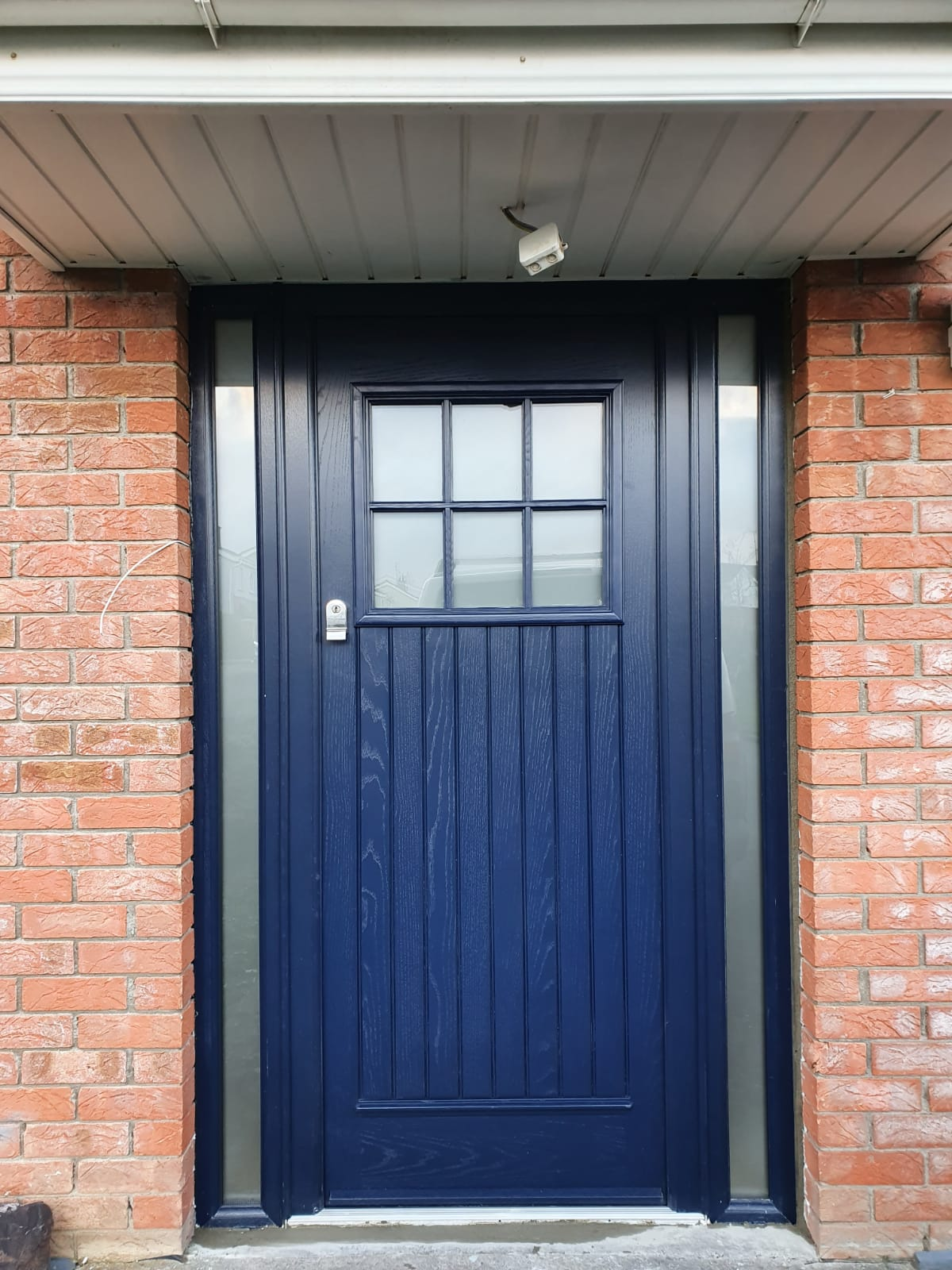 Palladio The DUBLIN door in blue with 2 side lights also in blue, with satinized glass and fingerpull escutcheon